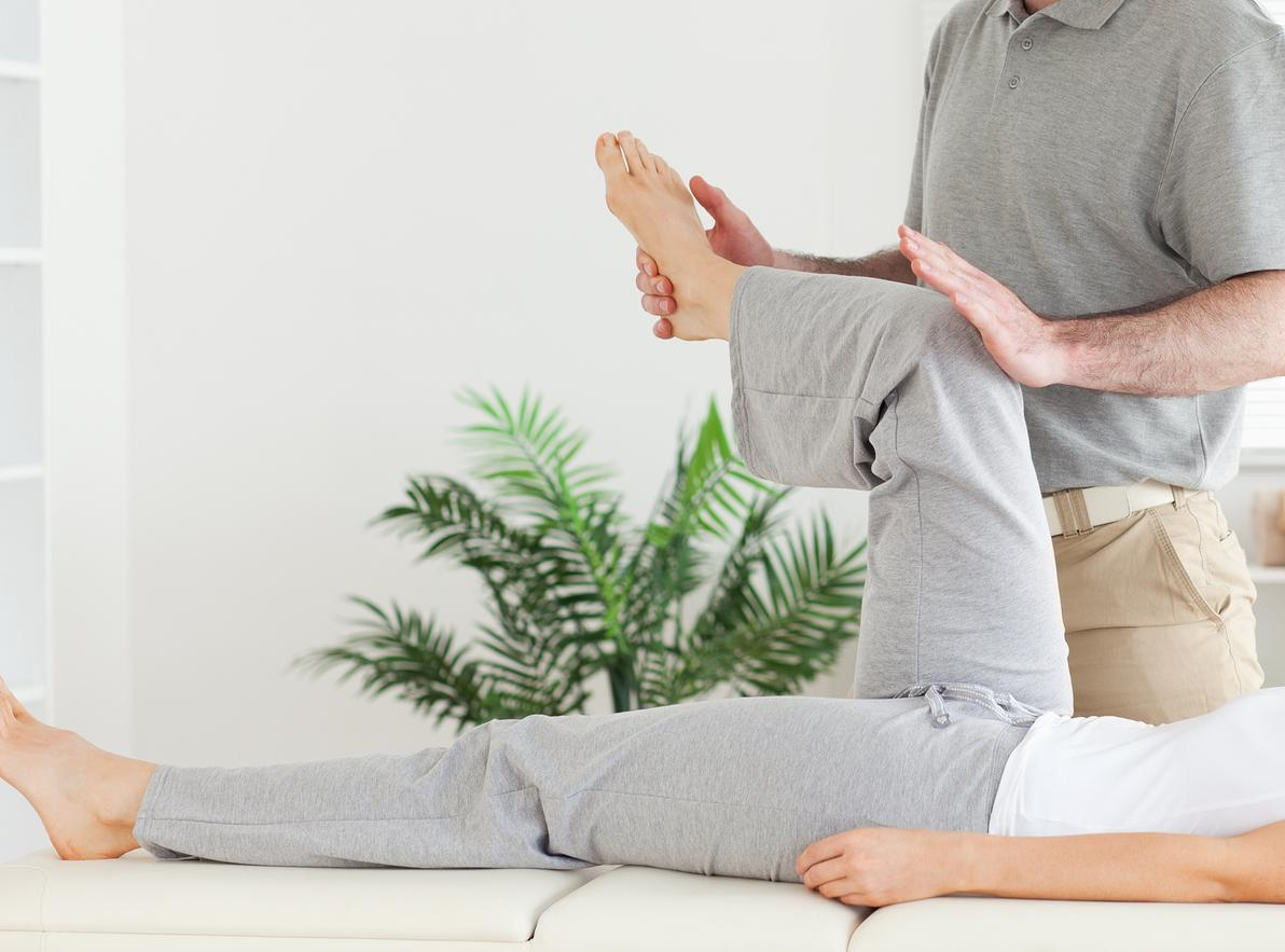 Chiropractor in Elkridge giving adjustments